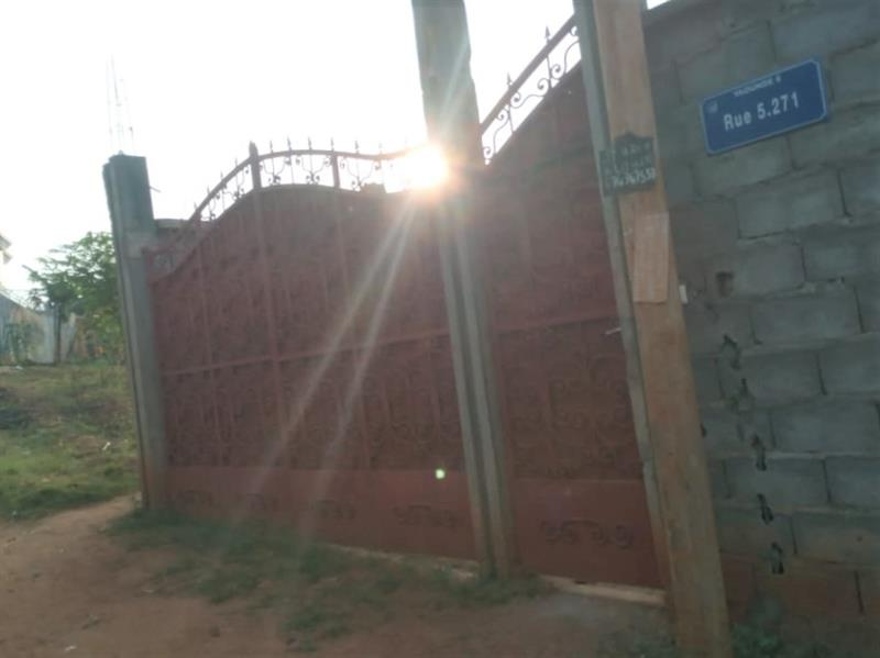 Immeuble (3 Appartements) ГЂ Vendre : Haut Standing Dans Un Nouveau Quartier RГ©sidentiel A Tradex Eleveur (Ngousso)