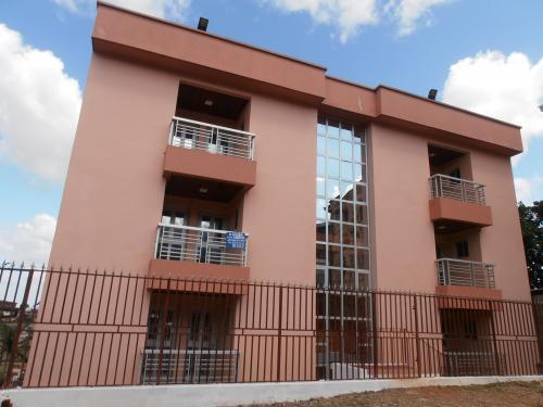 Appartements de 02 chambres Г louer Г Omnisports, YaoundГ©  200.000 f cfa le mois